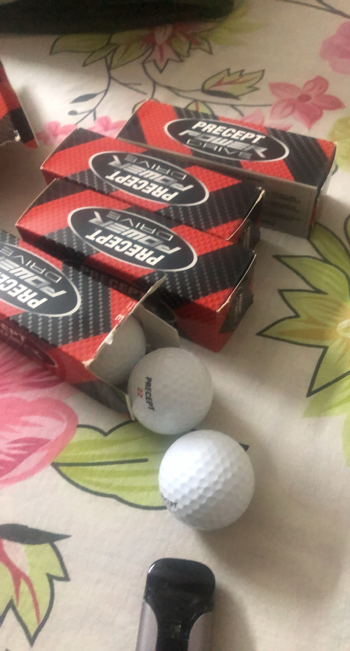 Complete Golf Kit including 4 Balls + 12 new box packed balls.